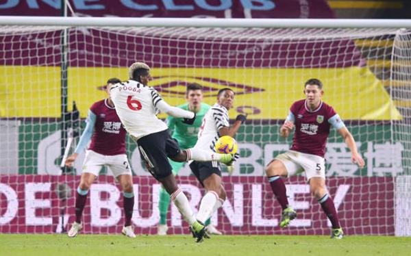 Thắng Burnley, Man Utd tái hiện mùa giải thần thánh 2012/13 thời Sir Alex - Bóng Đá
