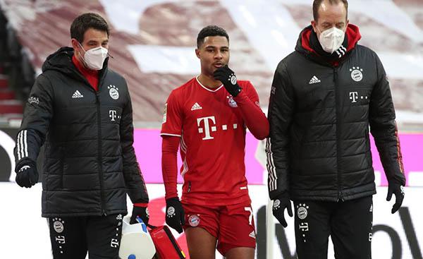 Thắng nhọc Freiburg, Bayern Munich nín thở trước chấn thương của