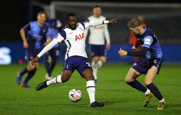 Ndombele biến 2 hậu vệ Wycombe thành gã hề, giúp Spurs thắng đậm - Bóng Đá