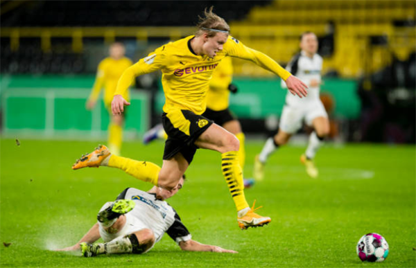 Thắng nhọc đội hạng 2, CĐV Dortmund chọn ra cầu thủ xuất sắc nhất trận - Bóng Đá