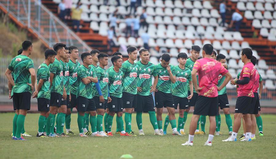 Các CLB V-League ra mức phạt tiền nếu cầu thủ tăng cân sau Tết - Bóng Đá