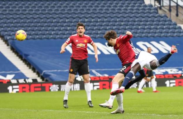 Gary Neville chỉ ra cái tên chơi tệ nhất Man Utd ở trận hòa West Brom - Bóng Đá