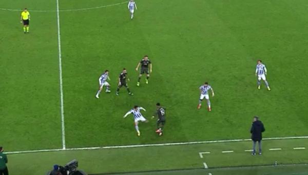 Diallo nhảy múa trước 3 cầu thủ Sociedad trong ngày ra mắt Man Utd - Bóng Đá