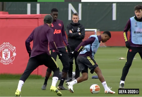 Diallo nhảy múa biến Wan-Bissaka và Matic thành