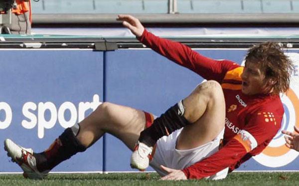 Hùng Dũng và những cầu thủ bị gãy gập ống đồng của bóng đá Thế giới - Bóng Đá