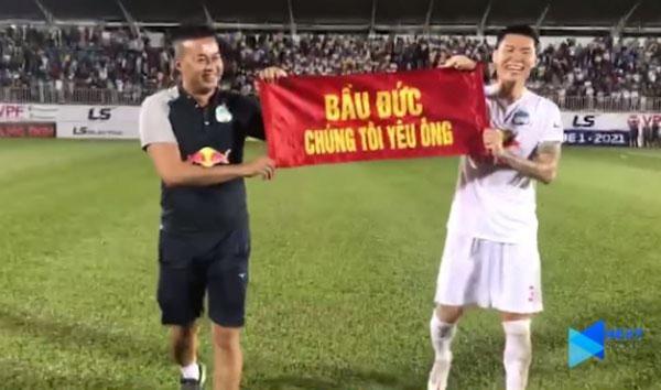 Sao HAGL gửi 1 thông điệp bất ngờ đến bầu Đức sau trận thắng CLB Hà Nội - Bóng Đá
