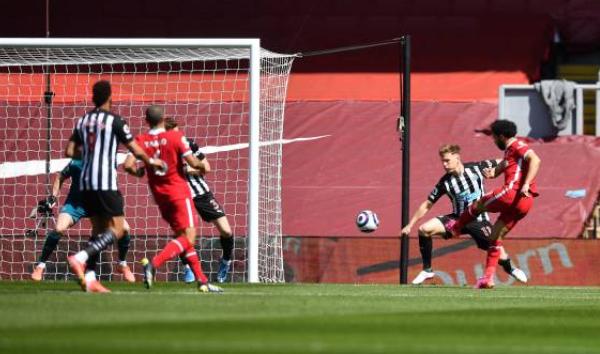 Salah nã volley, Liverpool hạ gục Newcastle để chen chân vào top 4 - Bóng Đá
