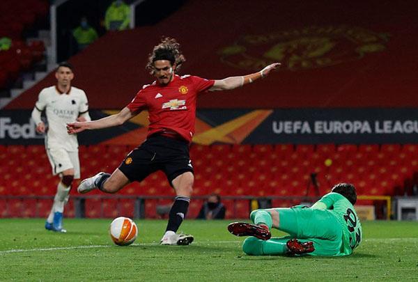 2 sai lầm và 3 quyết định đúng đắn của Solskjaer trong trận thắng Roma - Bóng Đá