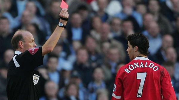 Top 10 cầu thủ nhận thẻ đỏ nhiều nhất lịch sử Man Utd: