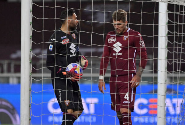 Dội mưa gôn vào lưới Torino, AC Milan khiến cuộc đua Top 3 càng gây cấn - Bóng Đá