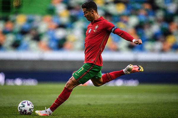 Thống kê kinh khủng của Ronaldo trên chấm đá phạt - Bóng Đá