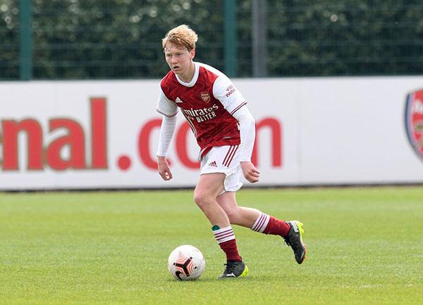 CĐV Arsenal phát cuồng, so sánh sao 17 tuổi với Fabregas - Bóng Đá