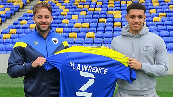 Goalkeeper Jamie Cumming will spend the 2021/22 season on loan in League One with Gillingham. - Bóng Đá
