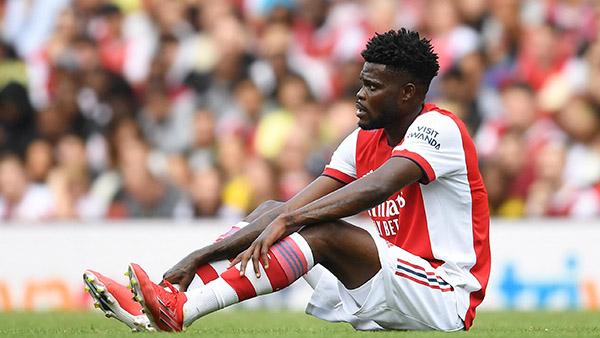 Partey chấn thương, CĐV Arsenal hiến kế cho Arteta 1 cái tên thay thế - Bóng Đá