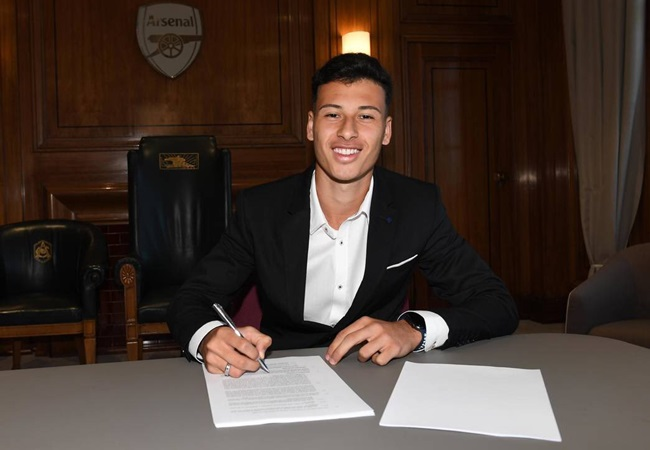 18-year-old forward Gabriel Martinelli becomes Arsenal first official signing of the 2019 summer transfer window - Bóng Đá