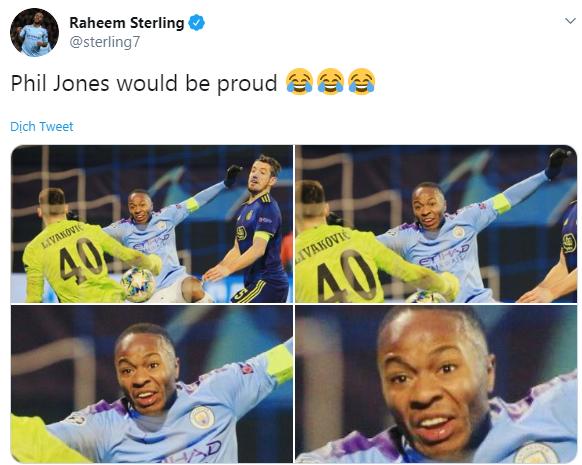 Raheem Sterling mocks Phil Jones after Manchester City beat Dinamo Zagreb - Bóng Đá