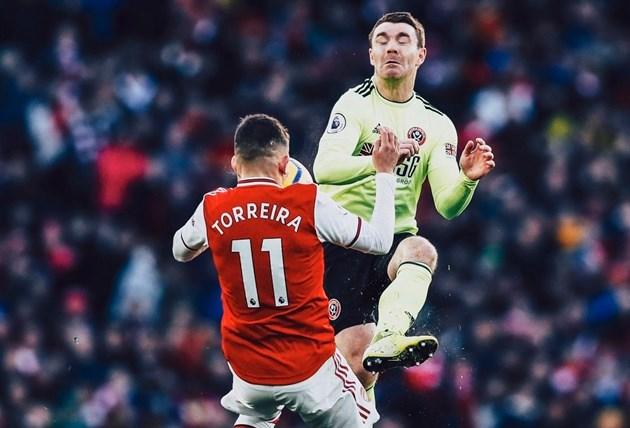 Sao Arsenal đổ máu vì pha bóng không thể tránh - Bóng Đá
