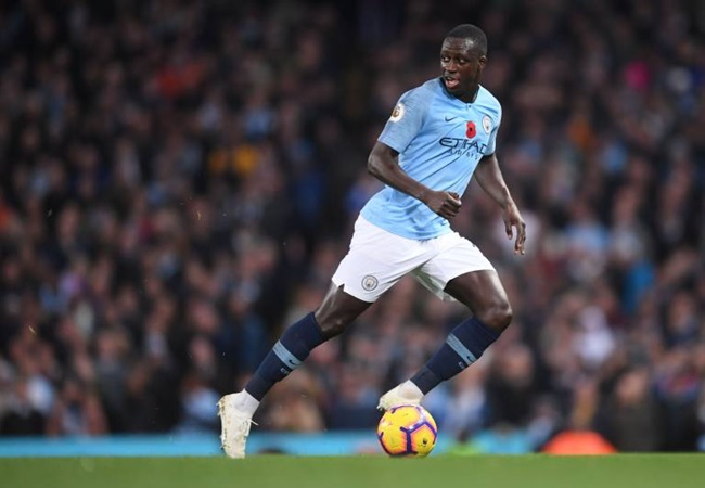 Man City defender Benjamin Mendy in self-isolation as family member reportedly falls ill at his home amid coronavirus fears - Bóng Đá