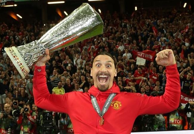 'Siêu đội hình' chưa từng vô địch C1: 'King Zlatan' sát cánh với thần tượng - Bóng Đá
