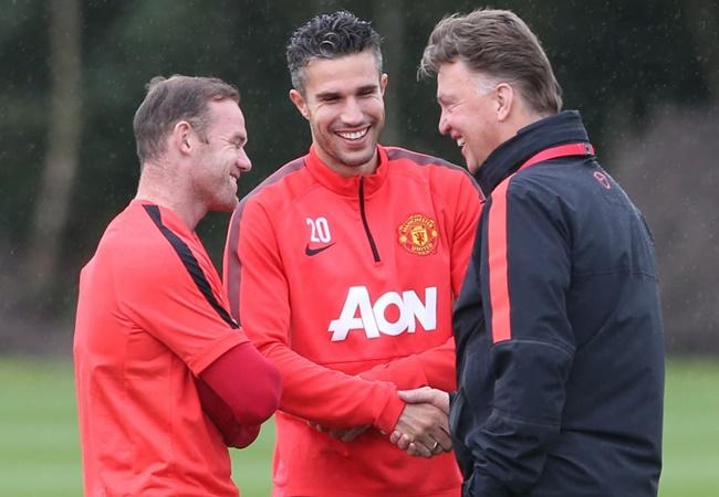 Ex-Manchester United striker Robin van Persie reveals Louis van Gaal once slapped him - Bóng Đá