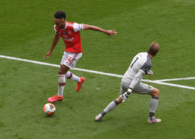Pierre-Emerick Aubameyang reacts to breaking Thierry Henry's Arsenal record - Bóng Đá