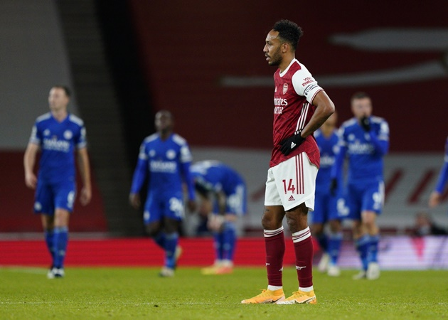 Pierre-Emerick Aubameyang sets unwanted Arsenal record in loss as criticism continues - Bóng Đá