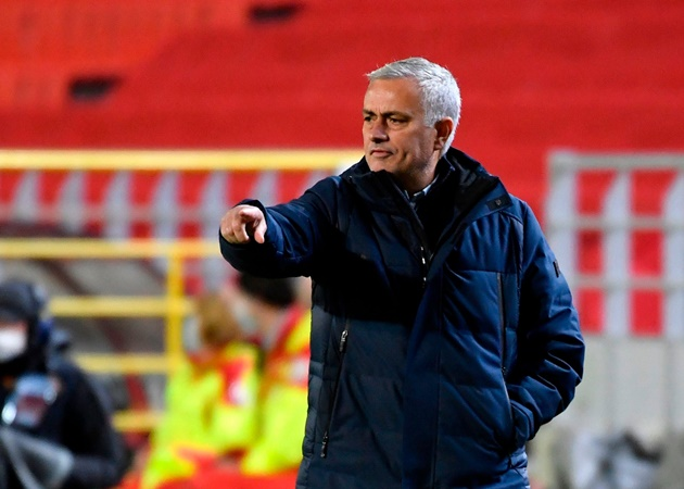 'I wanted to make 11 substitutions at half-time' - Mourinho fumes at Tottenham display in Antwerp defeat - Bóng Đá