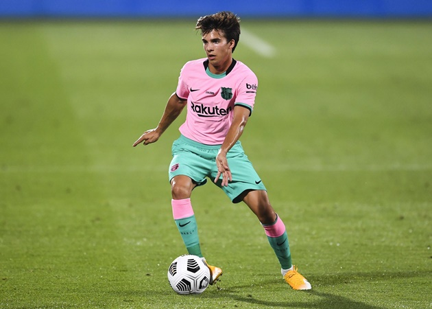 Barcelona midfielder Riqui Puig has been tipped to leave the club in January - Bóng Đá