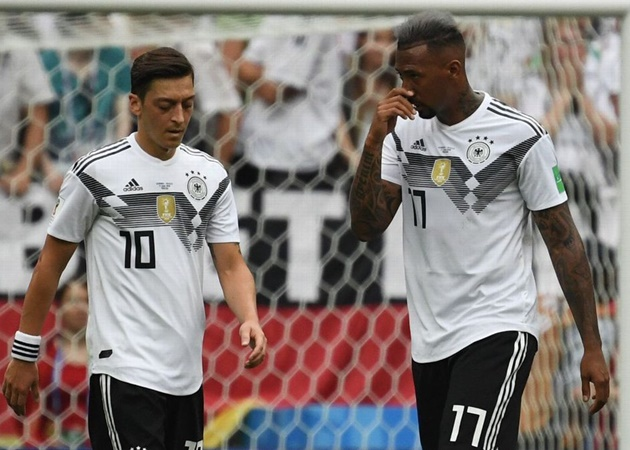 'Time to take Jerome Boateng back:' Mesut Ozil takes thinly veiled dig at Germany boss Joachim Low - Bóng Đá