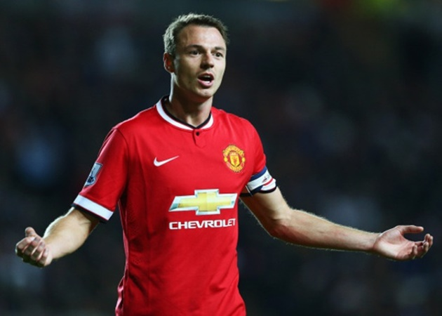 Manchester United 'eye shock move to bring Jonny Evans BACK to Old Trafford'... with the defender's Leicester contact set to expire in seven months - Bóng Đá