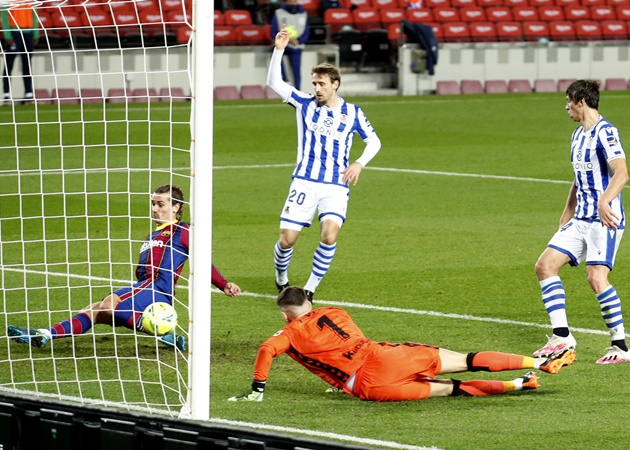 Barcelona's Antoine Griezmann produced one of the worst misses of 2020 vs Real Sociedad - Bóng Đá