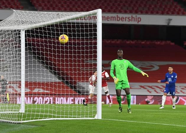 Chelsea goalkeeper Edouard Mendy's reaction to Bukayo Saka's sensational goal for Arsenal - Bóng Đá