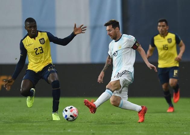 Man Utd từ bỏ Moises Caicedo, 1 ngôi sao bỗng tìm thấy 'đường sống' - Bóng Đá