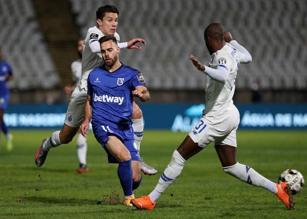 Sao FC Porto va chạm kinh hoàng, 'đồ tể' Pepe cũng phải rơi lệ - Bóng Đá