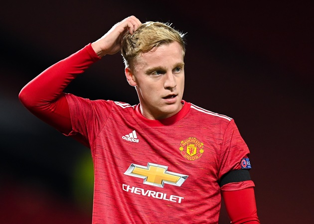 Van de Beek struggles at Man Utd part of a wider problem, says Gullit - Bóng Đá