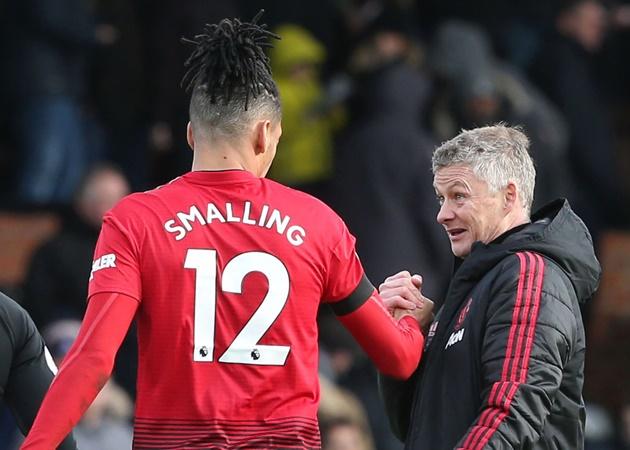 Bị Man Utd ruồng bỏ, Chris Smalling đang ra sao ở thành Rome? - Bóng Đá