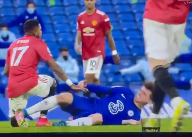 Chelsea vs Man Utd: Footage emerges of Mason Mount kicking out at Fred - Bóng Đá