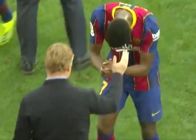 Young Ilaix Moriba's gesture to Ronald Koeman after the game vs Sevilla - Bóng Đá