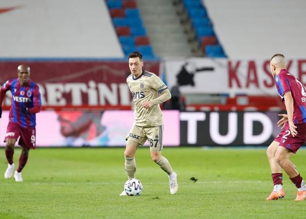 SỐC! Ozil hỏng ăn khó tin, rời sân bằng cáng trong ngày Fenerbahce hòa nhạt - Bóng Đá