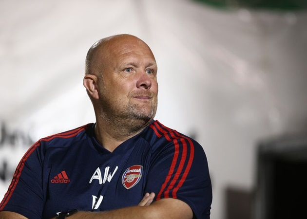 Arsenal's lead academy goalkeeping coach Andy Woodman is set to leave the club at the end of the season - Bóng Đá