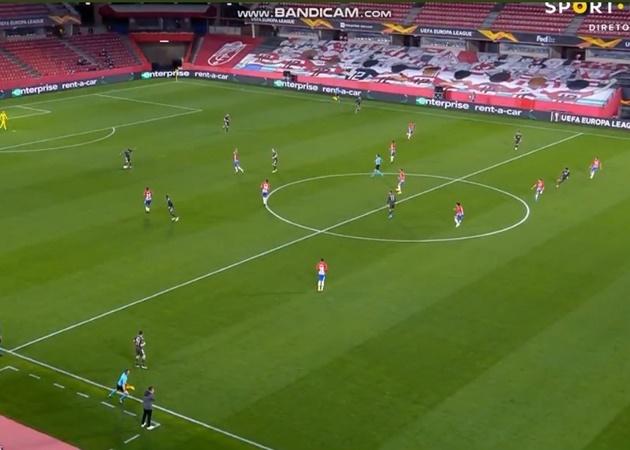 Fan React Lindelof's assist for Rashford - Bóng Đá