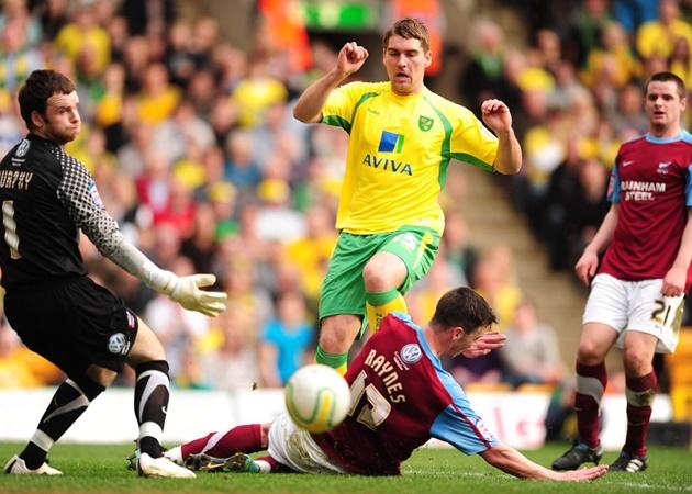Từ Kane đến Bamford: 10 sao bạn ít ngờ đã từng khoác áo Norwich City - Bóng Đá