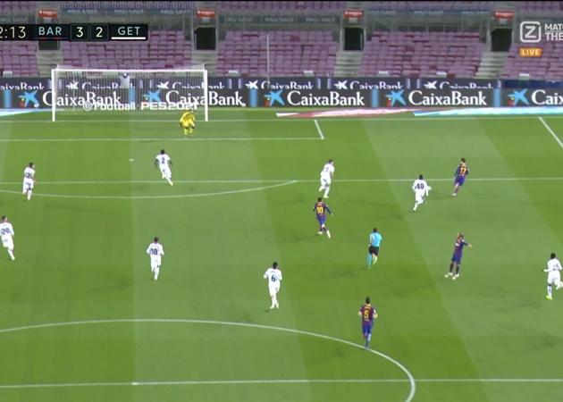 Ronald Koeman Completely Blanked Barcelona Defender Oscar Mingueza After Angrily Hooking Him - Bóng Đá