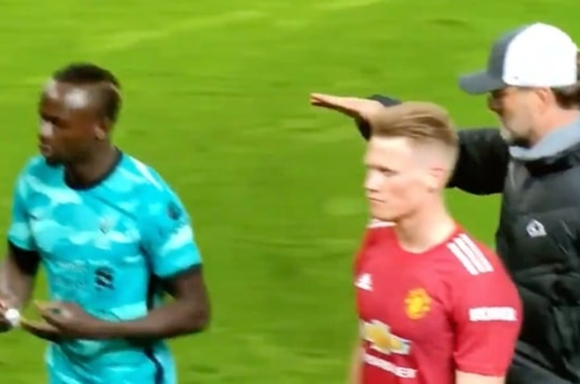 Jurgen Klopp reacts to being shunned by Sadio Mane after Manchester United win - Bóng Đá