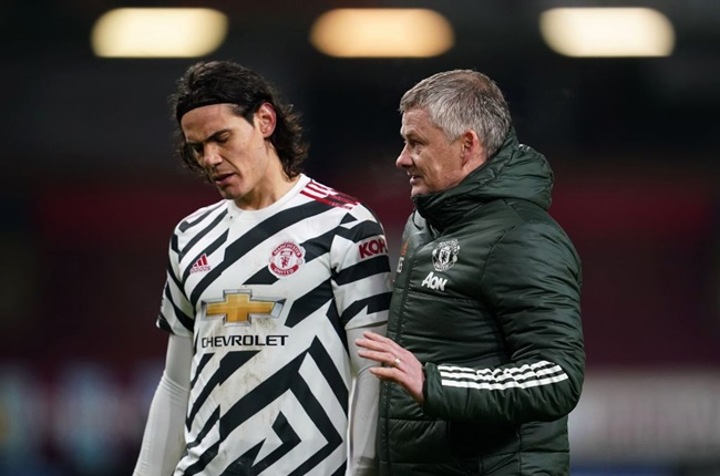 Sources say #mufc are expected to go 'all out' for a new centre-back following Edinson Cavani's contract renewal. [men] - Bóng Đá