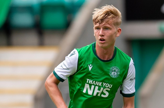 Arsenal are reportedly weighing up a move for Hibernian left-back Josh Doig. - Bóng Đá