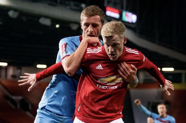 Donny van de Beek is expected to hold talks with Solskjaer before the start of the 2021/21 - Bóng Đá