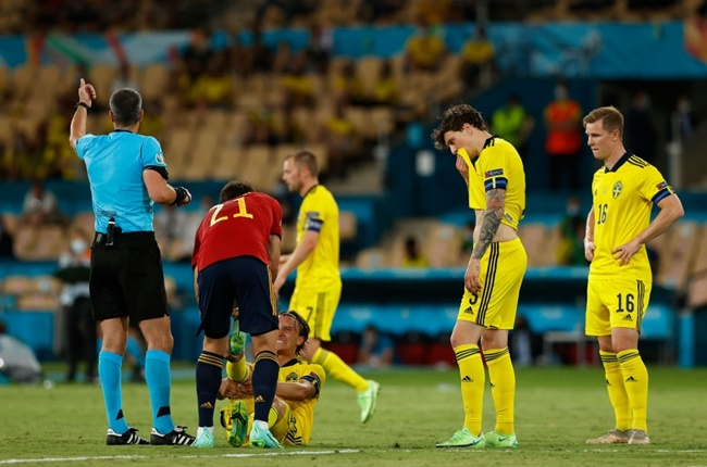 Điềm báo xuất hiện, trận Tây Ban Nha - Thụy Điển vỡ vụn vì 'chân gỗ' - Bóng Đá
