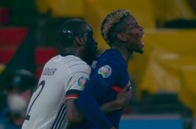 Sao Chelsea 'cắn' từ phía sau, Pogba đau đớn mách trọng tài biên - Bóng Đá