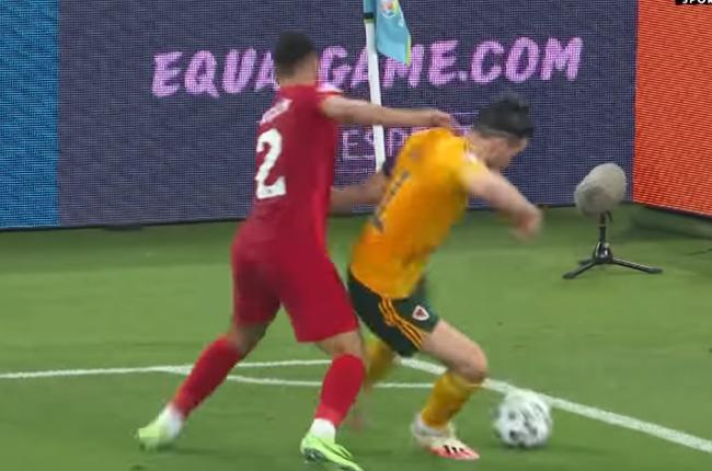 Gareth Bale tinh quái, cầu thủ Thổ Nhĩ Kỳ ăn 2 'cú lừa' trong 3 phút - Bóng Đá